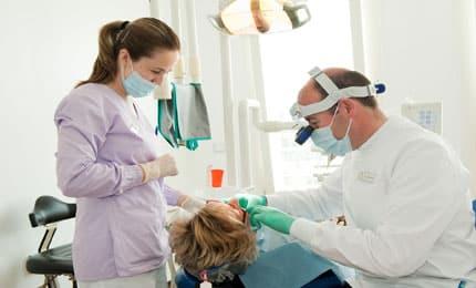 Lavoro per dentisti e assistenti, centinaia di posti in tutta Italia