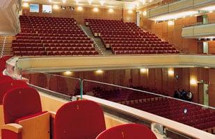 Teatro Manzoni: Lavoro per Diplomati e Commerciali